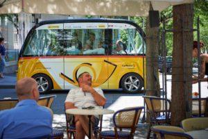 Sion, le 23 juin 2016, Test des véhicules autonomes de la poste en ville de Sion et situation réelle