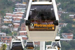 Télépherique de Medellin en Colombie(c) Cabinet Eric