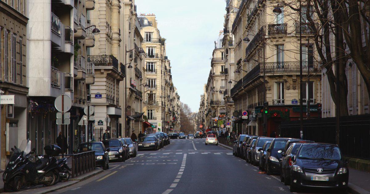 Paris_rue_de_la_pompe-%C2%A9-Ralf.treine