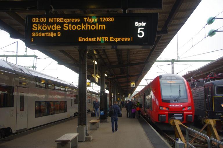 Train MTR Express au départ de Göteborg