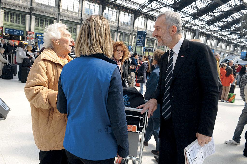 Guillaume Pepy en visite a la Gare de Lyon a Paris